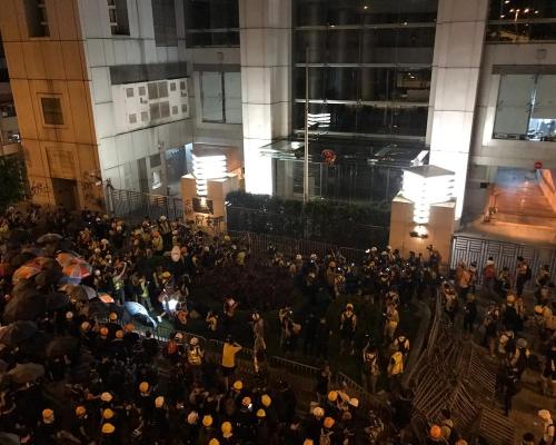 【721遊行】中聯辦外宣讀宣言 示威者:不排除成立臨時立法會
