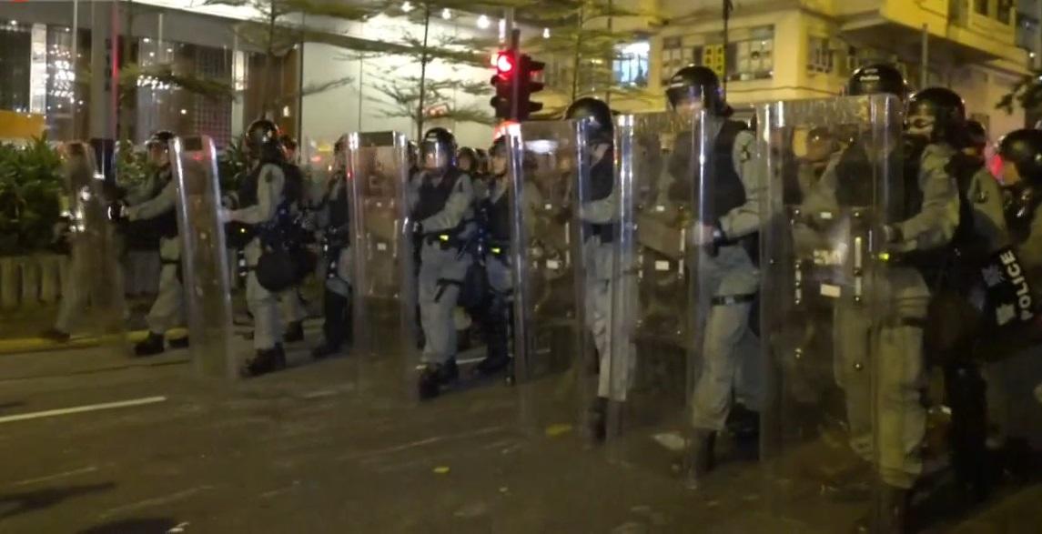 防暴警察西環清場。有綫新聞截圖