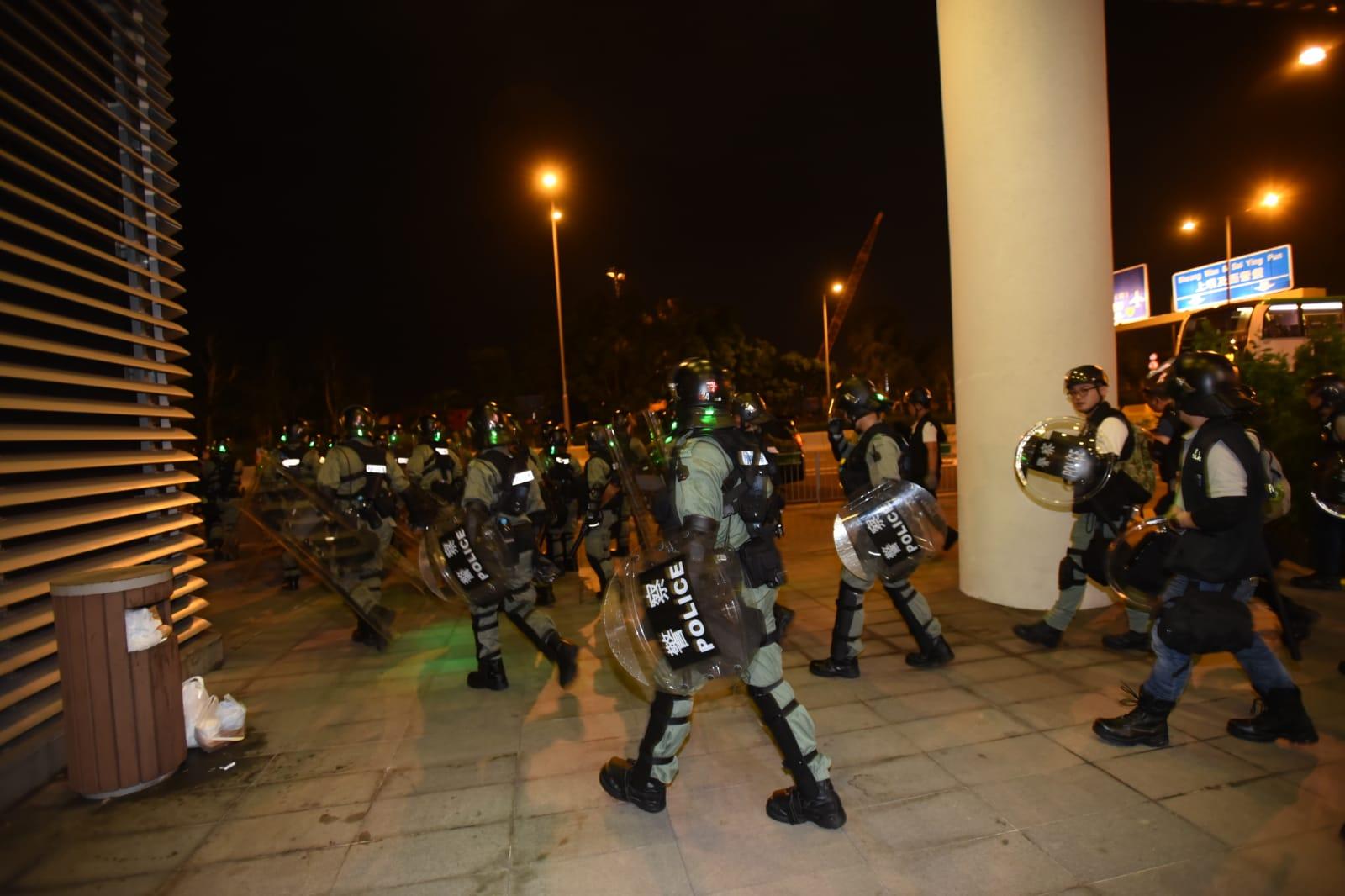 防暴警察西環清場