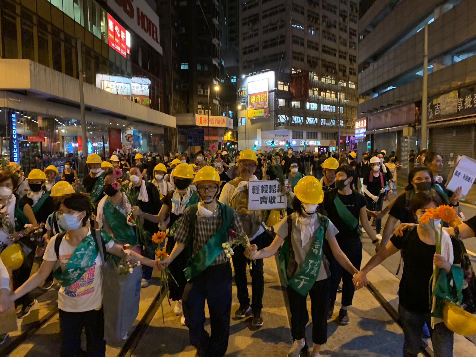 示威者陸續撤退。