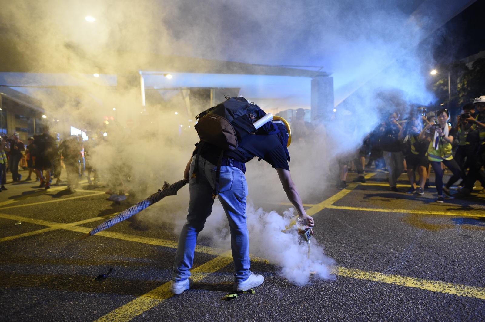 示威者與警察爆發衝突