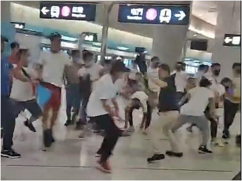 有「白衣人」深夜兩度在元朗西鐵站內襲擊市民。