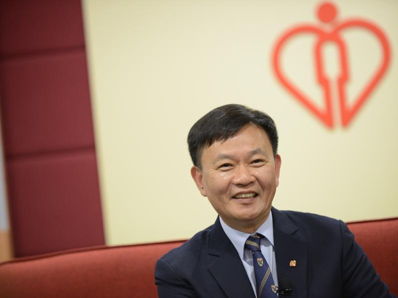 醫管局行政總裁梁栢賢即將退休。