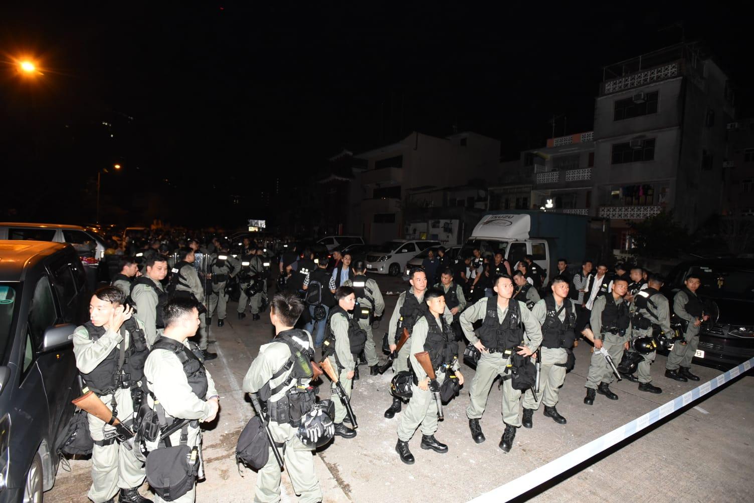 【元朗暴力】防暴警進入南邊圍村 檢獲鐵通
