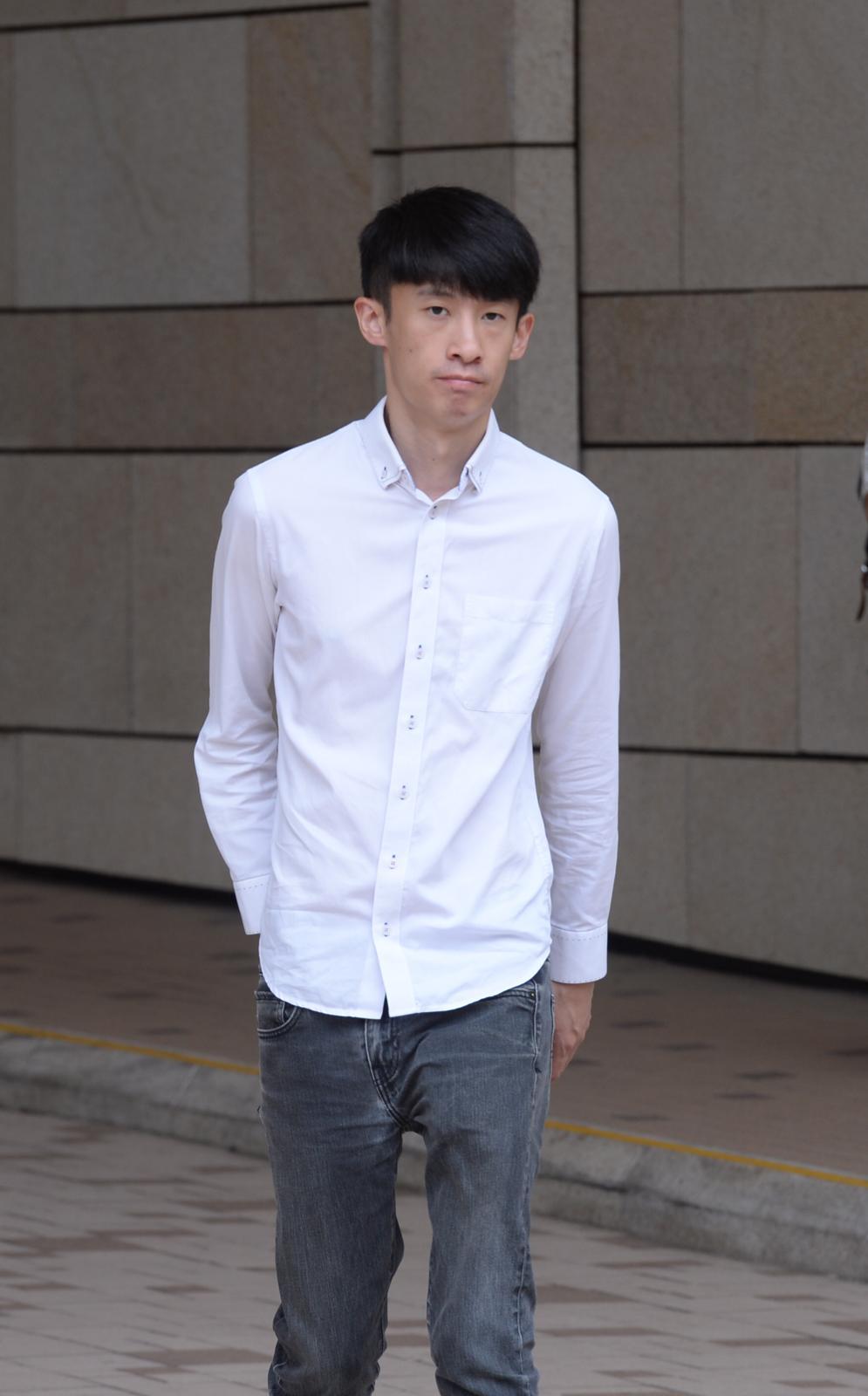 香港民族陣綫梁頌恆今早到法院。