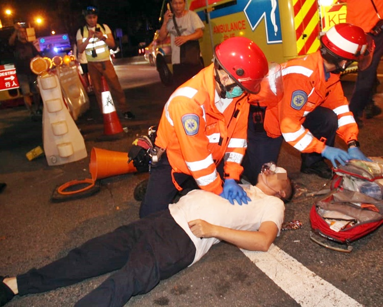 救援人員到場急救。