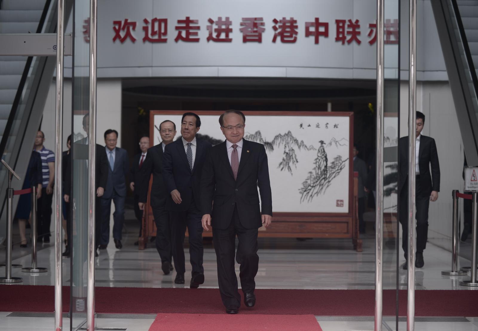 王志民指示威的行為,嚴重損害了香港非常珍貴的法治精神。