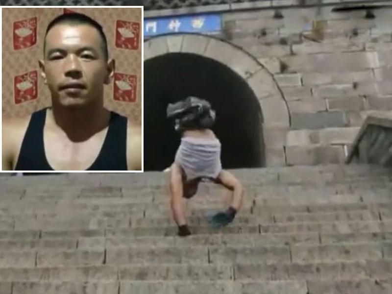 劉紅剛以雙手倒立行走的方式登上泰山主峰玉皇頂。(網圖)