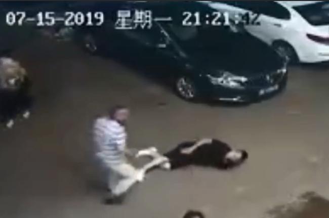 衡陽市看所所長夫婦當街打人事件,警已介入調查。視頻圖