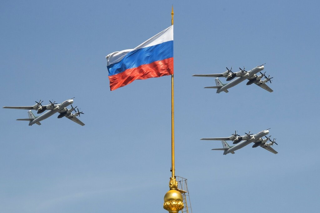 俄羅斯軍方2架TU-95轟炸機。AP圖片