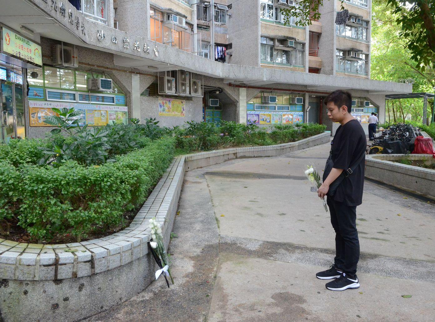 多名市民特地到場獻花。