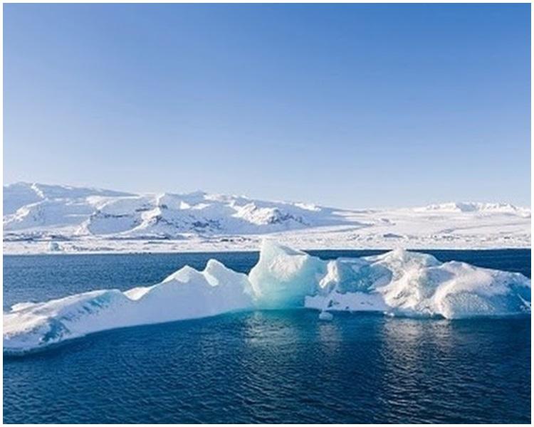 冰島立牌匾紀念OK冰川。網上圖片