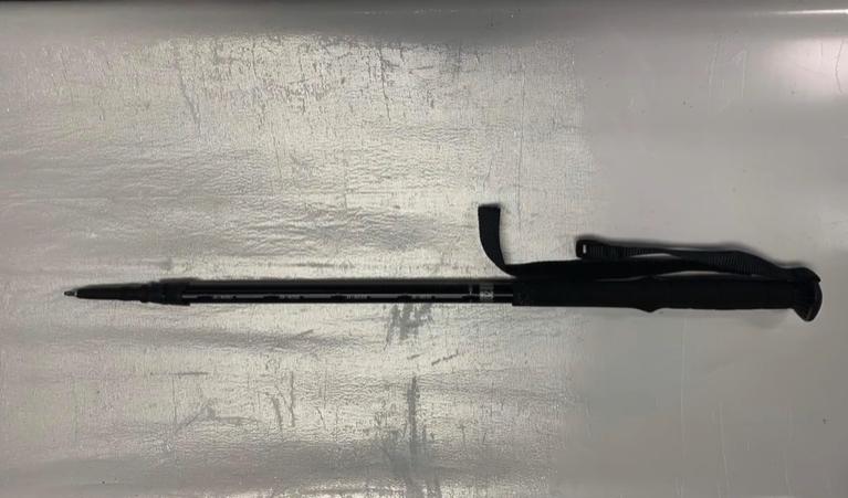 由傘及拐杖改裝的長矛。警察facebook
