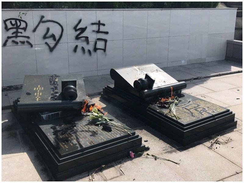 何君堯父母墳墓被破壞。 FB群組「香港突發事故報料區」