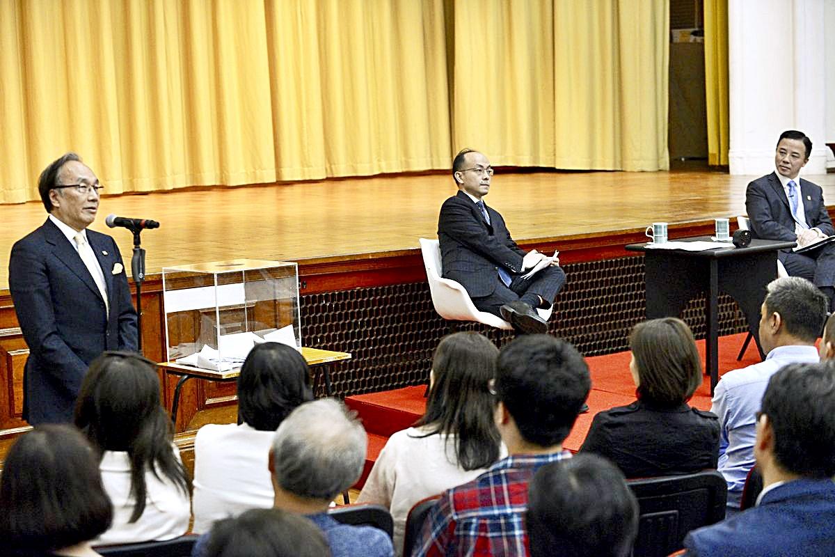 梁家傑(左)日前出席港大校長張翔舉行的公開論壇。資料圖片