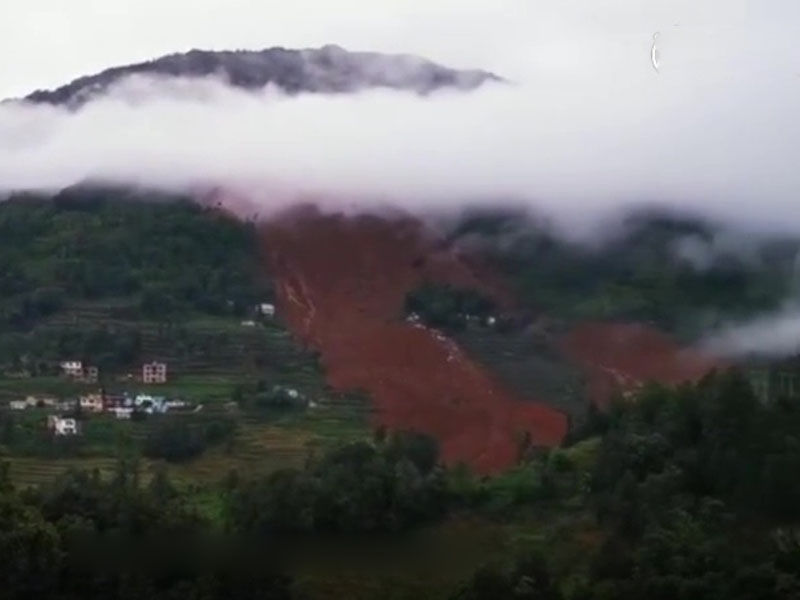 貴州水城縣山泥傾瀉,21幢房屋被埋,13人遇難身亡。(網圖)
