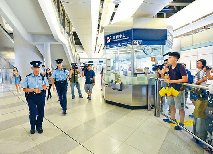 警方連日來在西鐵元朗站,加強巡邏。