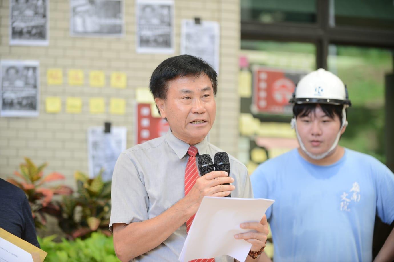 鄭國漢在學生連番要求下,承諾今午會聯同莫家豪及劉智鵬前往元朗視察情況。