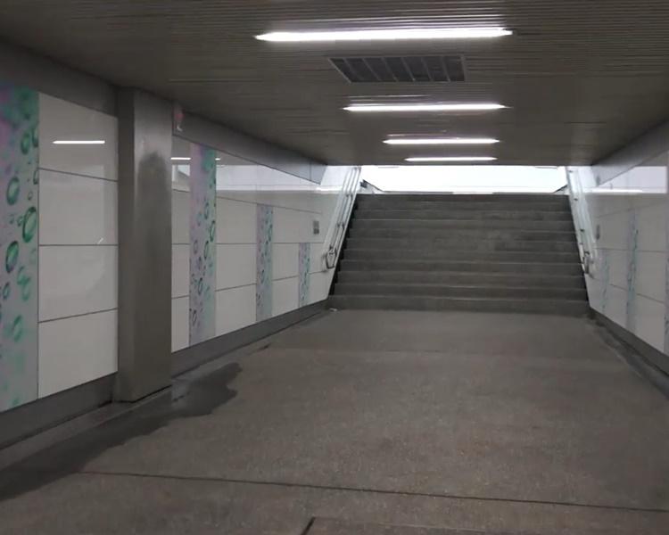 台大公館一條地下隧道昨晚有人一度架設了「連儂牆」。網圖