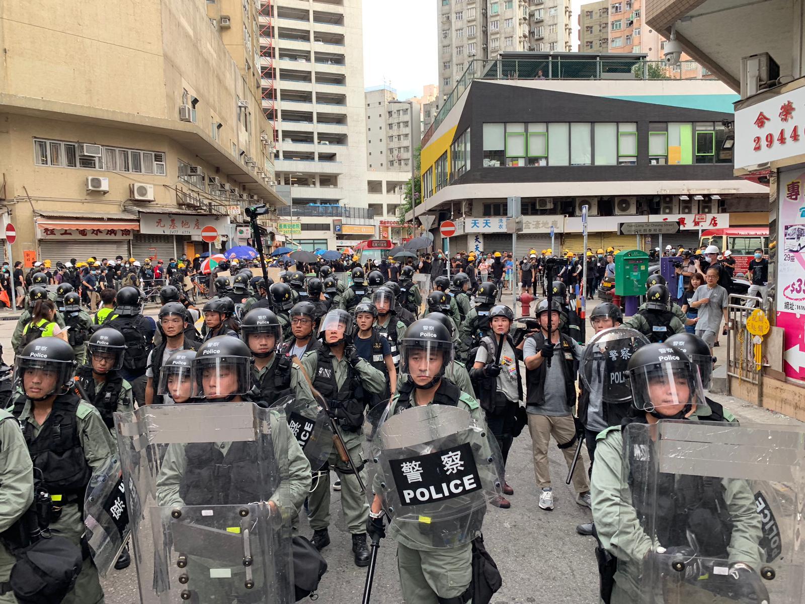 警察施放催淚彈