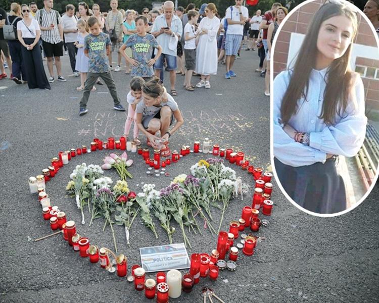 示威者哀悼遇害少女默切沙努(小圖,網圖)。AP