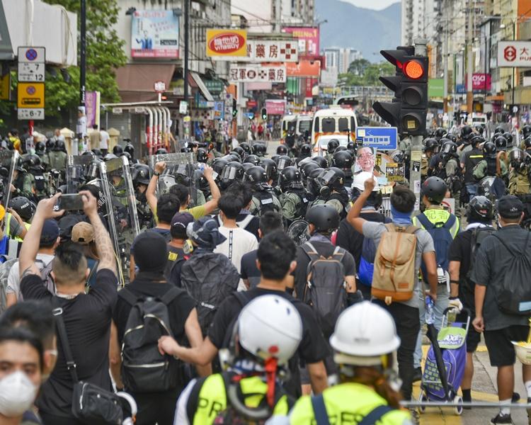 有記者採訪和攝錄時被警員刻意推開攝影記者協對此表示遺憾。