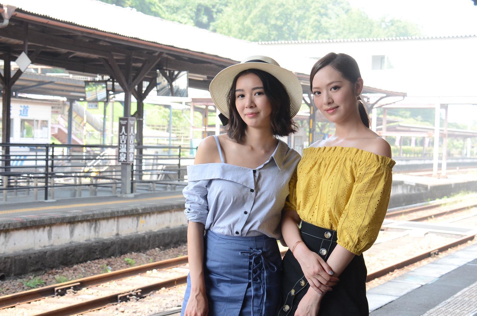 麥明詩同馮盈盈去到日本教路。