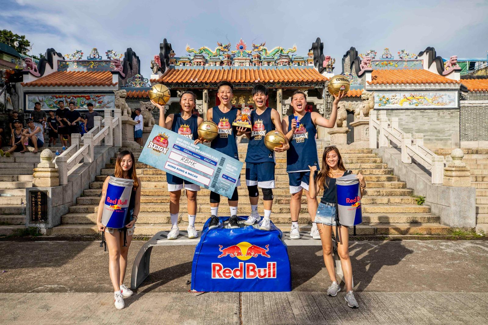 由卓婷(右三)領軍的RBHK在Red Bull Reign 三人籃球賽女子組決賽,以一分險勝對手封后。相片由公關提供