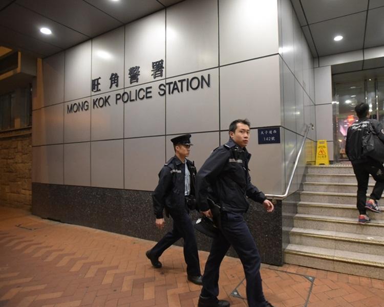 警方拘捕三名男子檢獲利刀。資料圖片