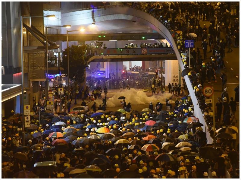 上環昨晚爆發警民衝突。資料圖片