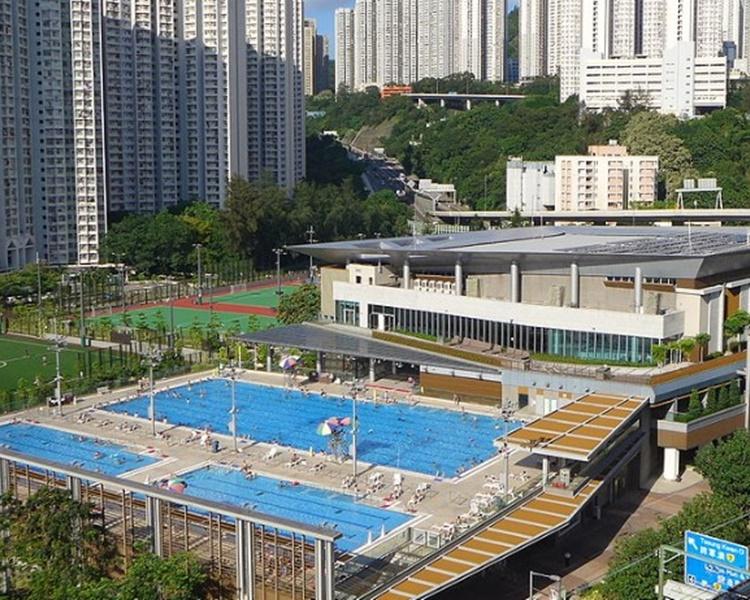 觀塘翠屏道公眾游泳池。網圖