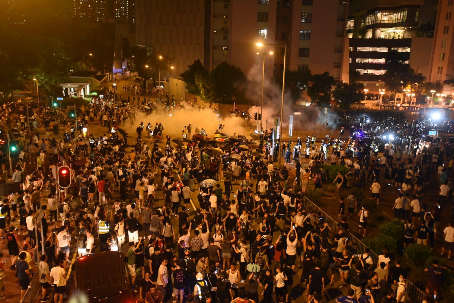 示威者與警察爆發激烈衝突。