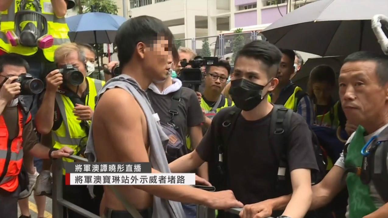男子推撞間上衣遭扯爛。有綫新聞截圖