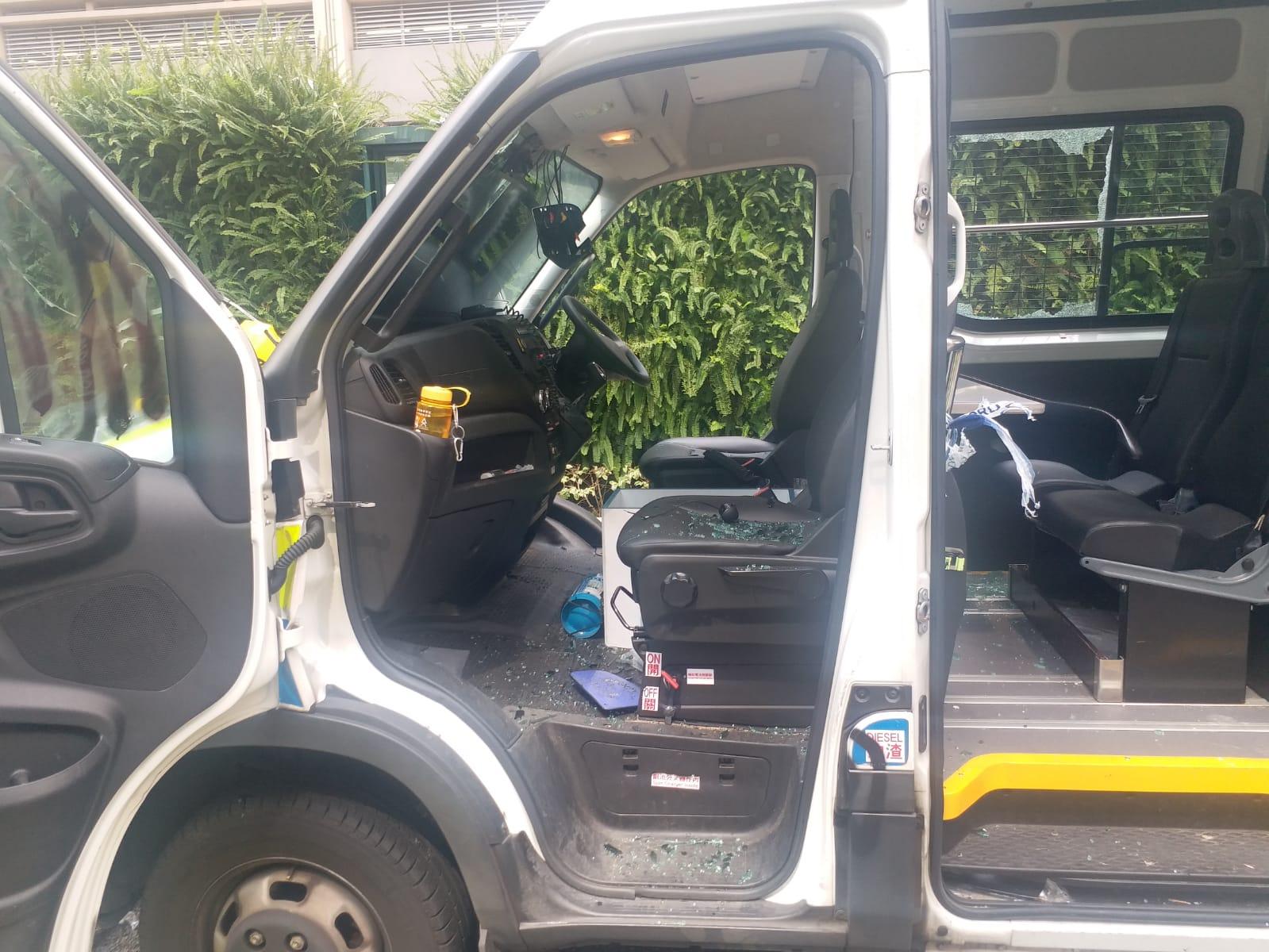 有警車被示威者破壞
