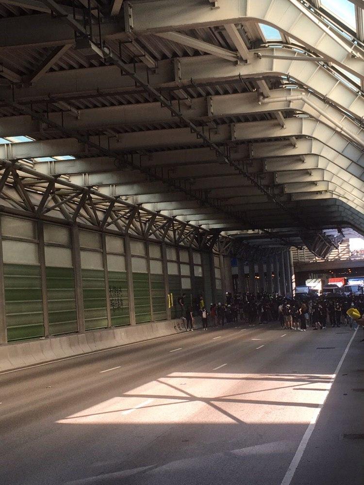 屯門公路被堵塞。網民圖片