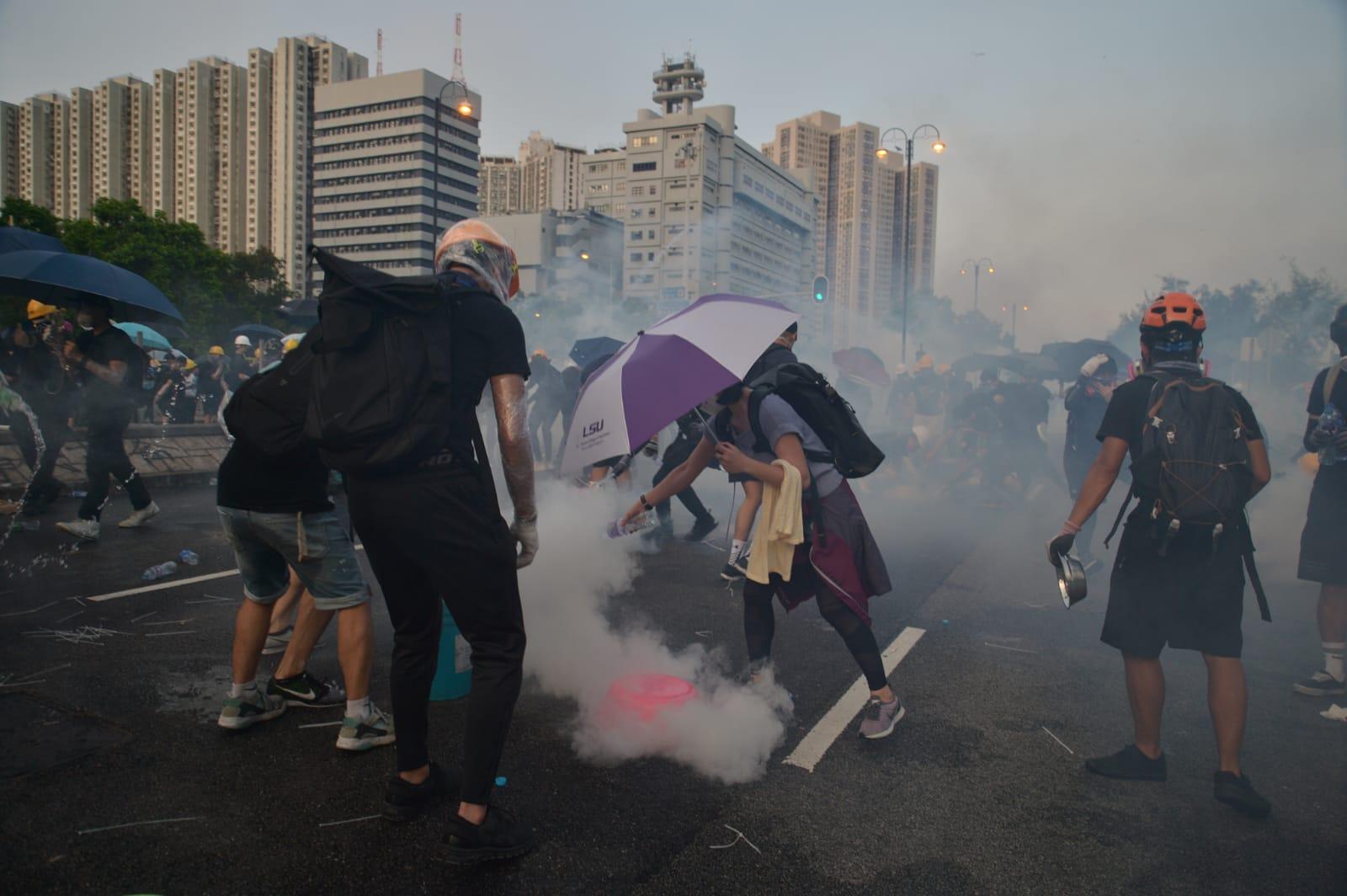 防暴警察與示威者爆發激烈衝突