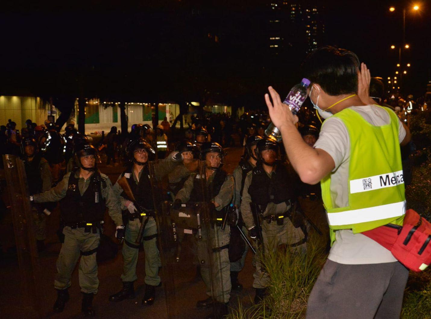 警方在於大埔一田外追捕示威者,並拘捕多人。
