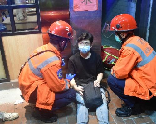 【七區集會】荃灣一批白衣人涉追打黑衣者釀毆鬥 多人受傷送院