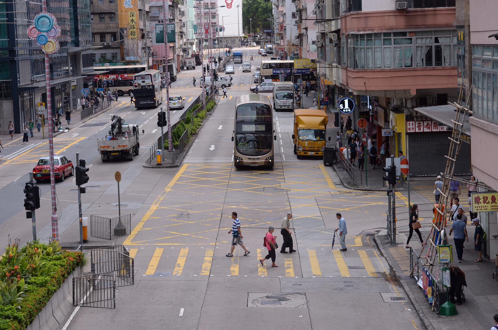 運輸署呼籲駕駛人士及行人使用有關路口時,要加倍小心。