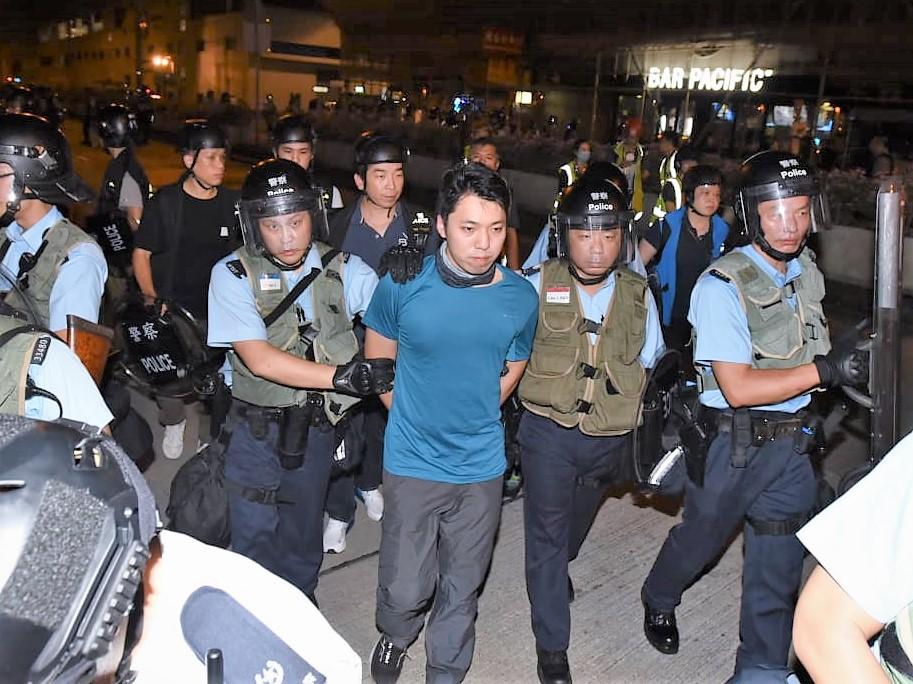 沙田區議員黃學禮涉襲警被捕。