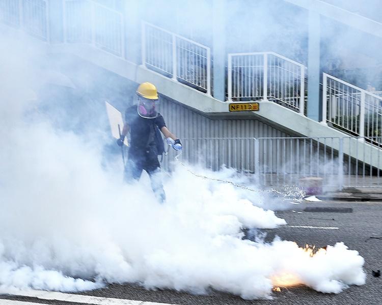 郭家麒去信警務處處長盧偉聰,要求交代使用過期催淚彈之情況。資料圖片