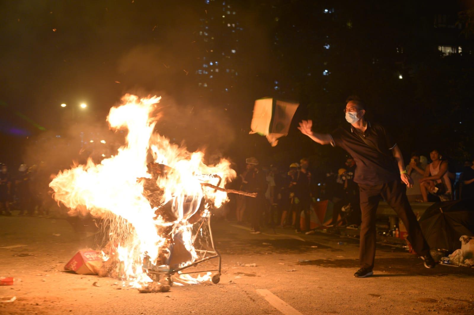 人民日報批評香港一些激進暴力分子依然以反對修例為幌子,持續製造暴力事件。資料圖片