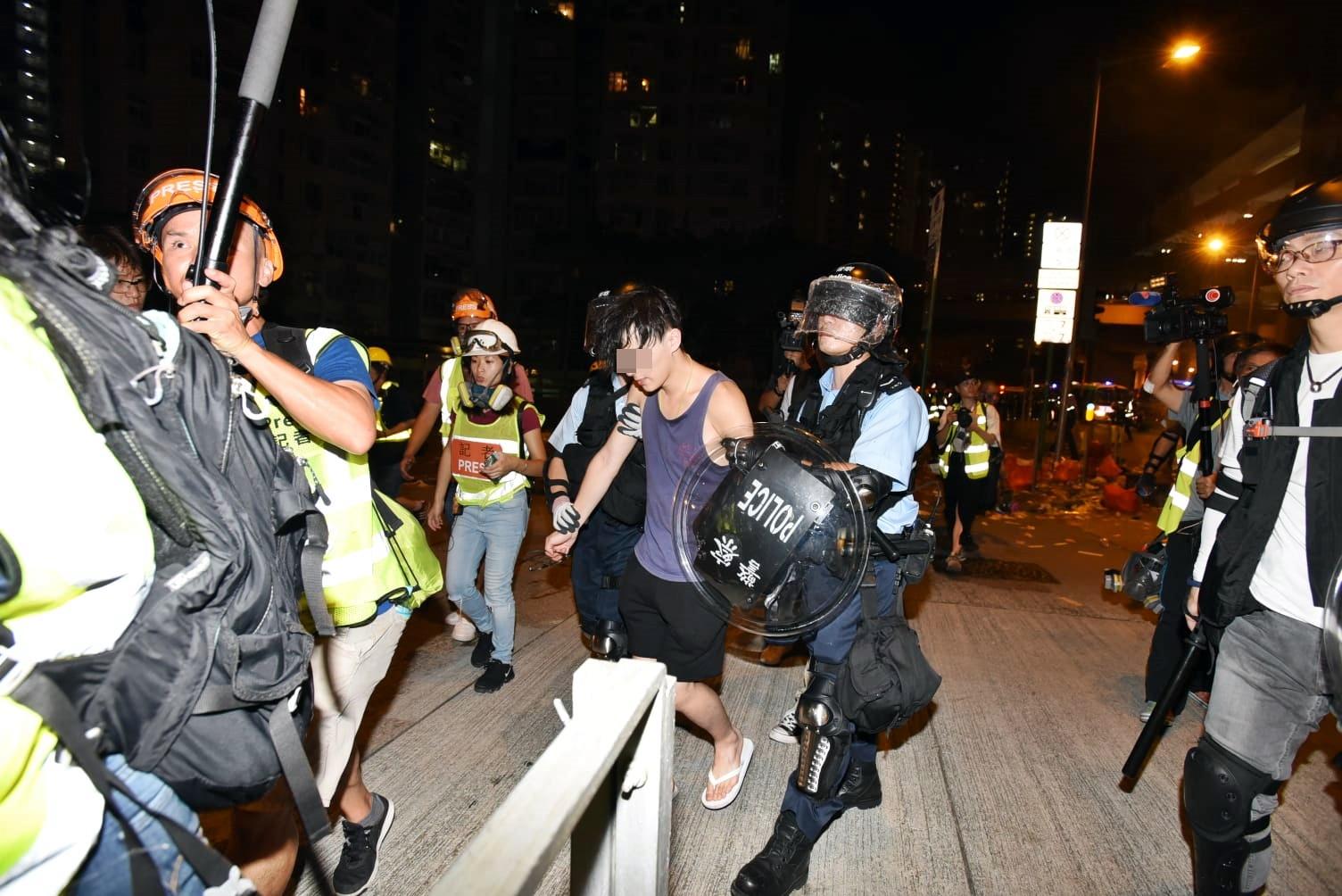 警方凌晨黃大仙清場,拘捕多人。