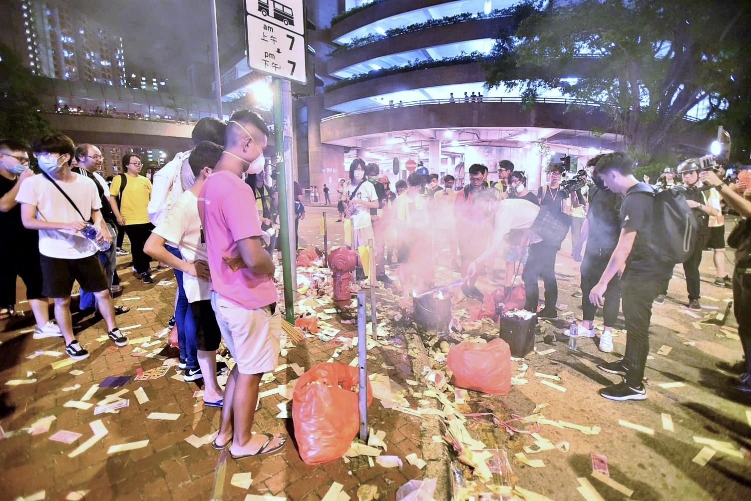 黃人仙燒衣晚會凌晨清場。