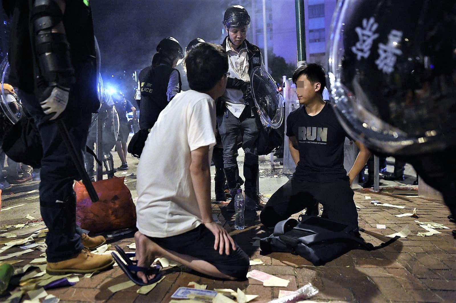 警方拘捕多人。