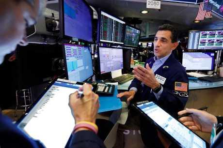 美股周五受壓。AP