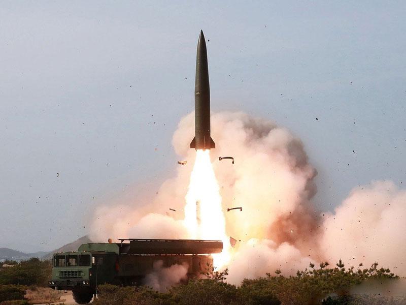 韓聯社報道北韓試射兩枚不明飛行物。AP資料圖片