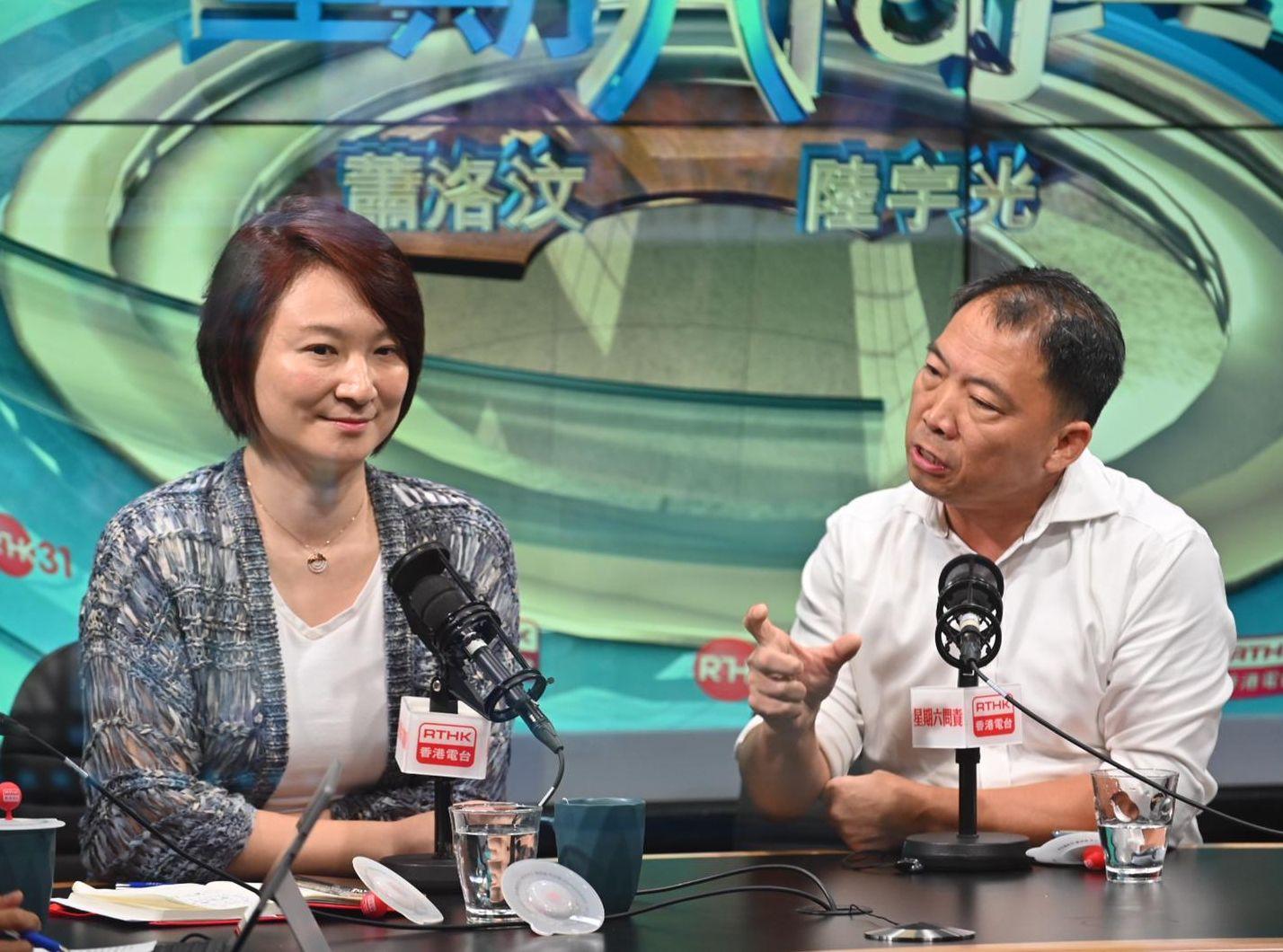 李慧琼與胡志偉出席電台節目。