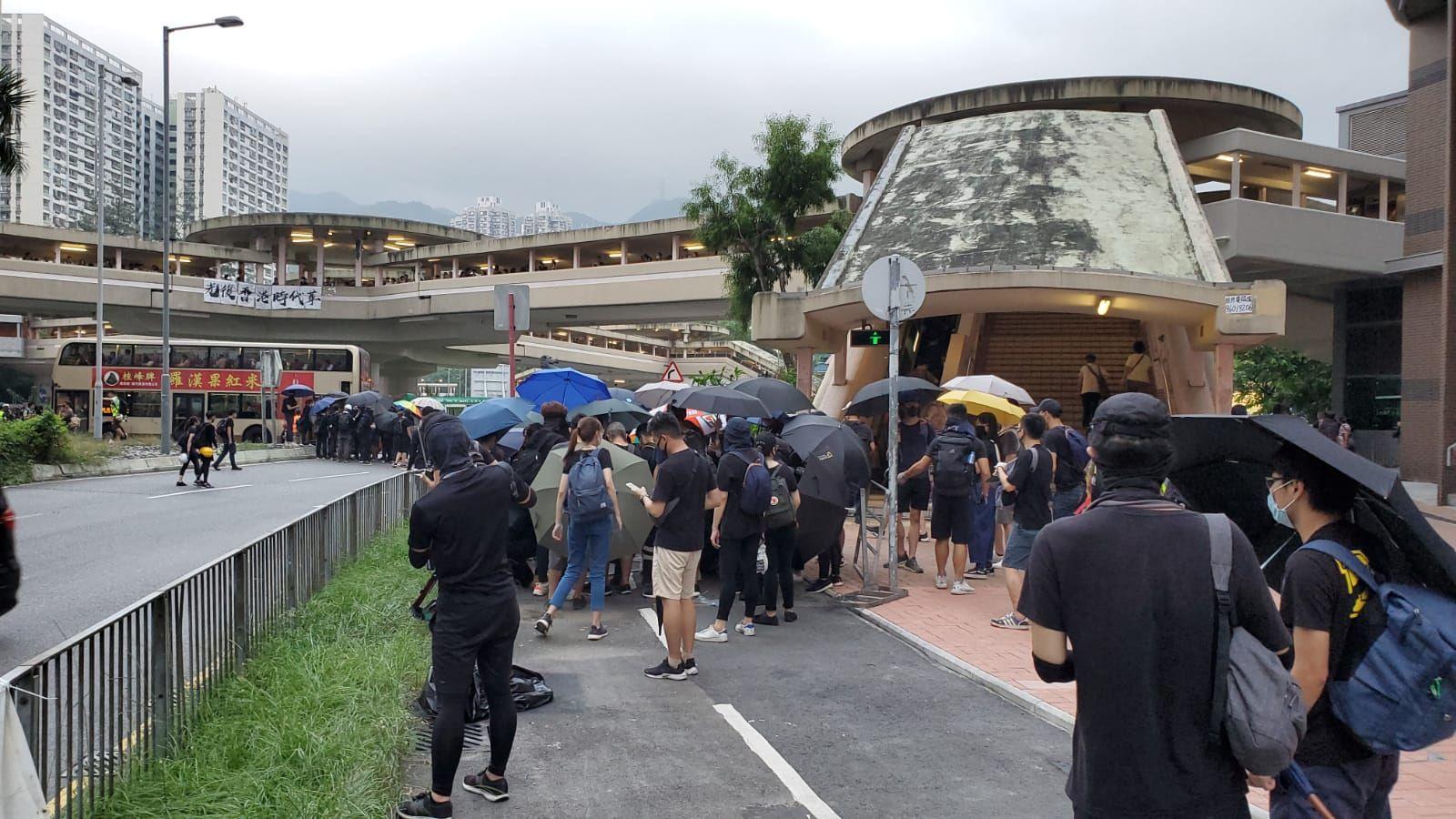 示威者走出大圍美田路及車公廟路一帶。