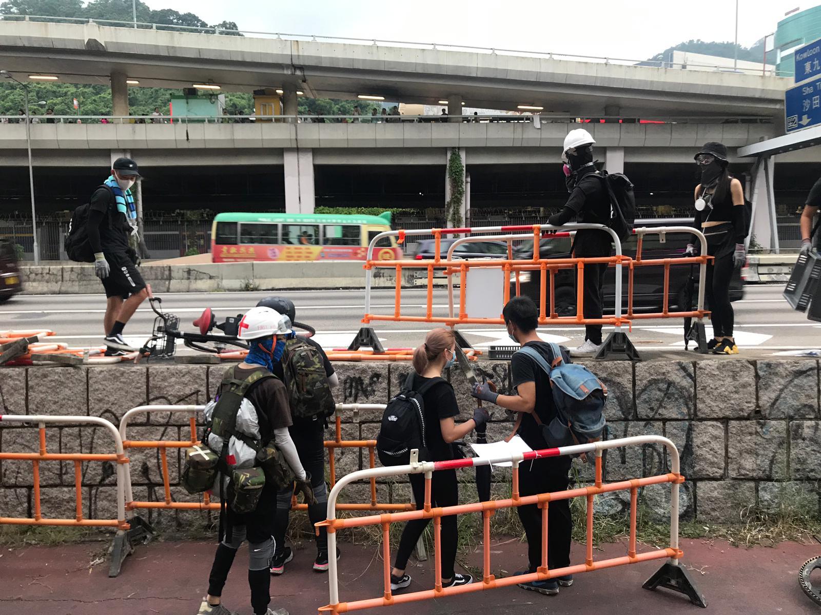 沙田示威者堵塞大埔公路癱瘓交通。